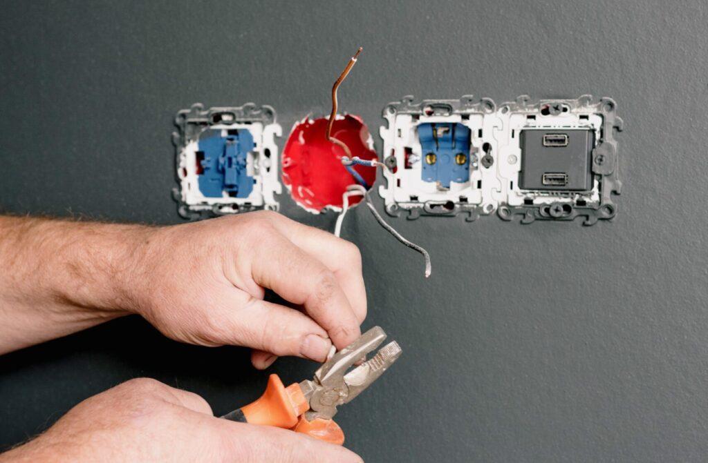 manutenzione impianti elettrici industriali